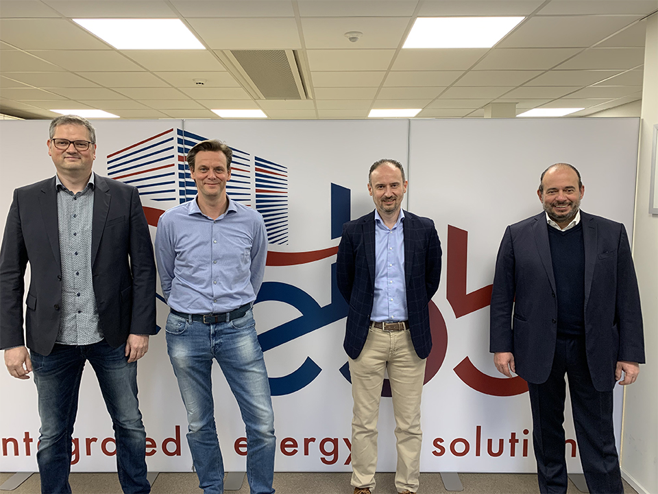 Peter Hermans, Bert Denivel en voormalig mede-eigenaar van EBB Bart Geebelen, samen met Joris Vrancken van P&V Panels (rechts) kopiëren
